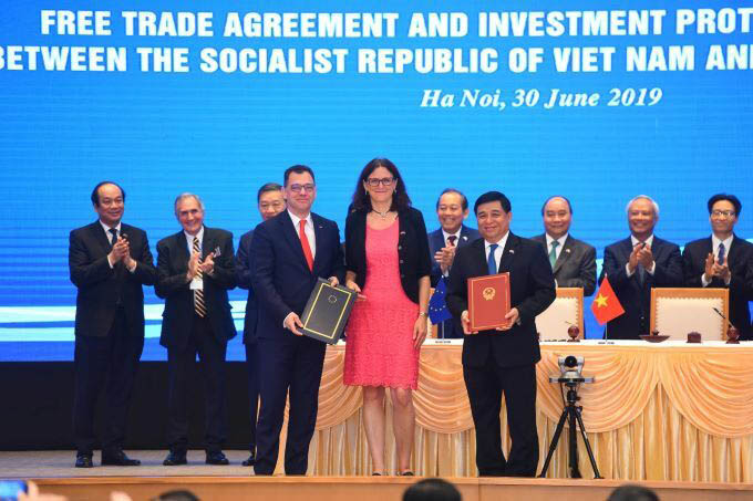 Cecilia Malmstrom said that the EVFTA will eliminate over 99 percent of tariff lines for Vietnam's exports to the EU.